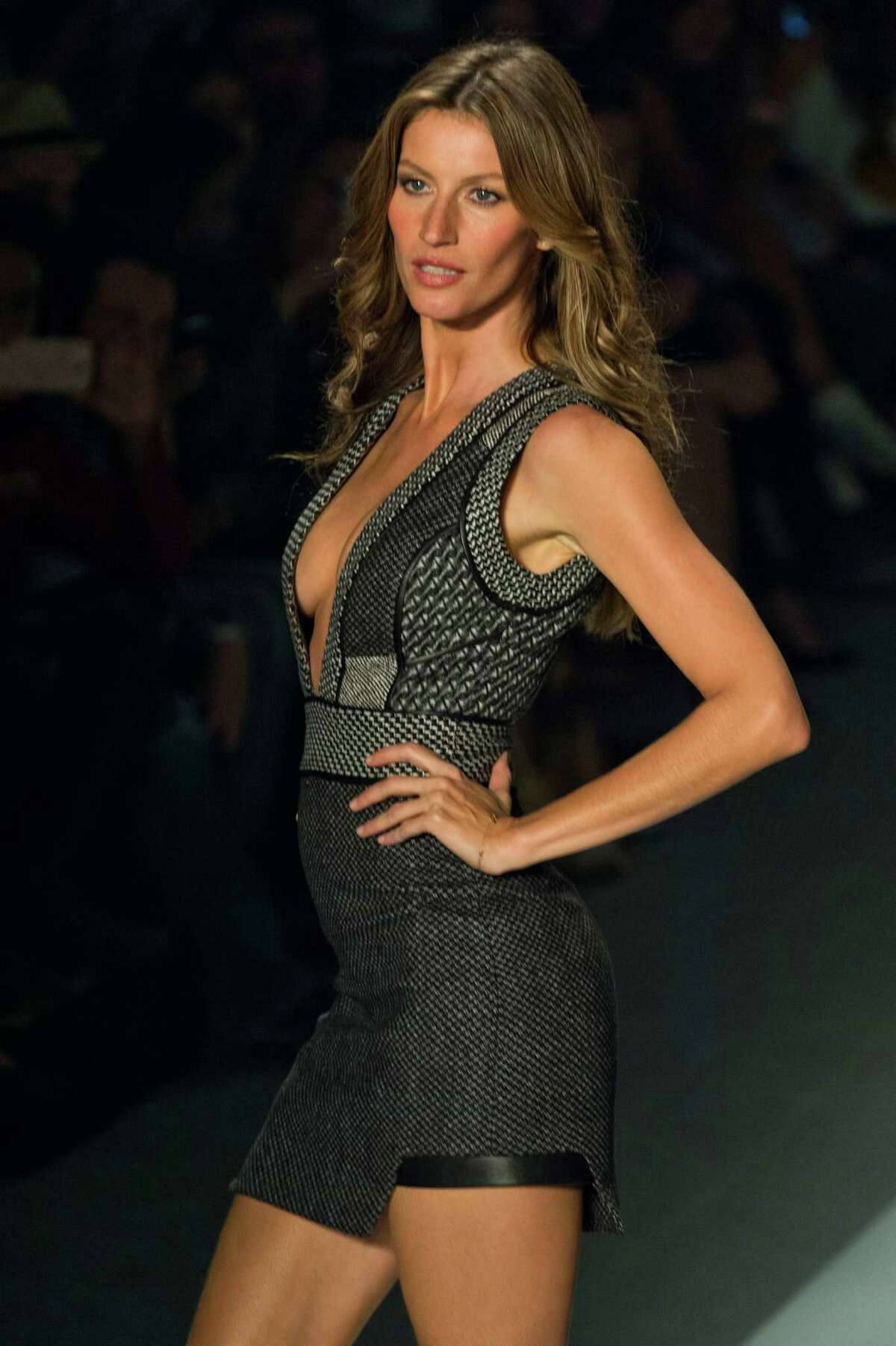 Brazilian supermodel Gisele Bundchen presents a creation by Colcci during the 2014 Winter collections of the Sao Paulo Fashion Week in Sao Paulo, Brazil, on October 31, 2013. AFP PHOTO / Nelson ALMEIDA