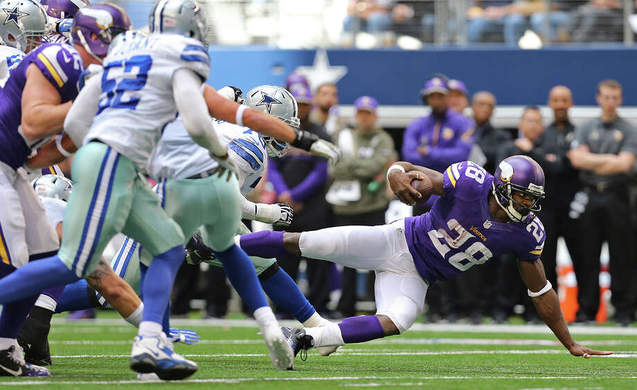 Minnesota Vikings running back Adrian Peterson reaches for more yardage during the first half against the Dallas Cowboys at AT&T Stadium, Sunday, Nov. 3, 2013. Photo: Jerry Lara, San Antonio Express-News / ©2013 San Antonio Express-News