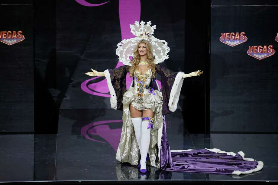 Miss Great Britain Amy Willerton presents her outfit during the national costume show at the 2013 Miss Universe pageant in Moscow, Russia, on Sunday, Nov. 3, 2013. Photo: Pavel Golovkin, Associated Press / AP