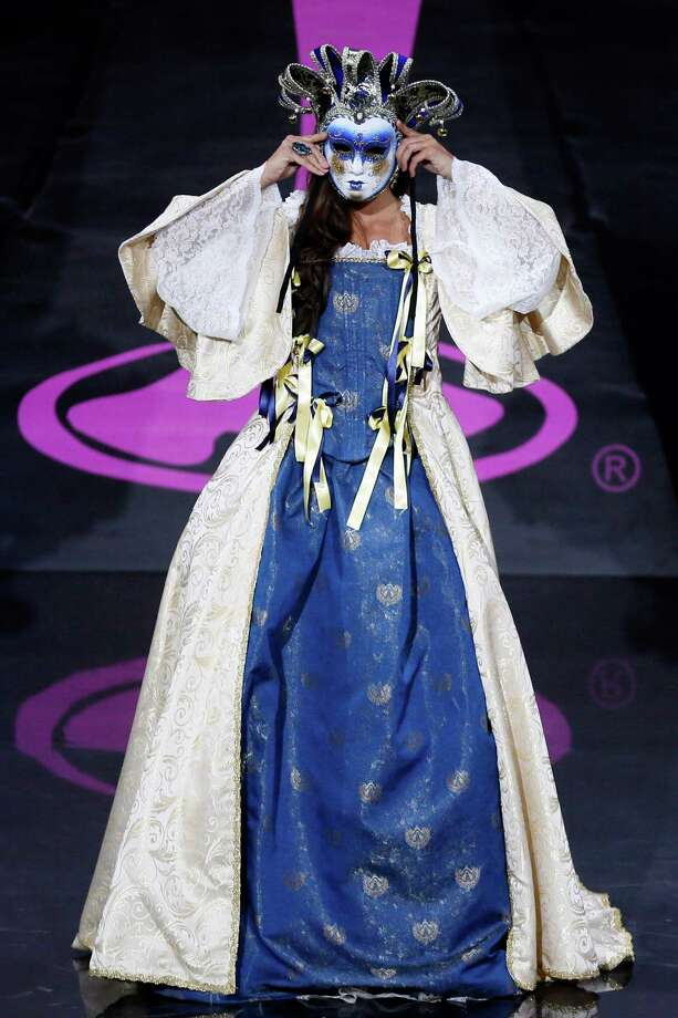 Luna Voce from Italy during the national costume show at the 2013 Miss Universe pageant in Moscow, Russia, on Sunday, Nov. 3, 2013. Photo: Pavel Golovkin, Associated Press / AP
