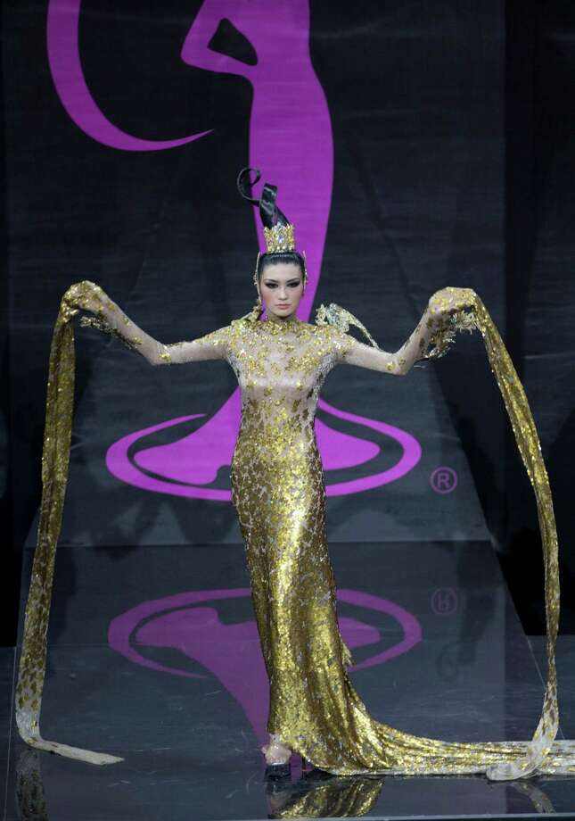 Miss China Jin Ye presents her outfit, during the national costume show at the 2013 Miss Universe pageant in Moscow, Russia, on Sunday, Nov. 3, 2013. Photo: Pavel Golovkin, Associated Press / AP