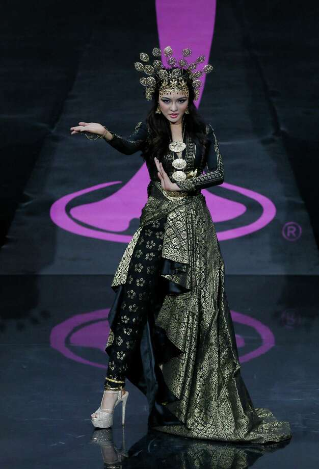 Miss Malaysia Carey Ng presents her outfit, during the national costume show at the 2013 Miss Universe pageant in Moscow, Russia, on Sunday, Nov. 3, 2013. Photo: Pavel Golovkin, Associated Press / AP