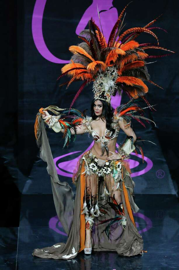 Miss Mexico Cynthia Duque presents her outfit, during the national costume show at the 2013 Miss Universe pageant in Moscow, Russia, on Sunday, Nov. 3, 2013. Photo: Pavel Golovkin, Associated Press / AP