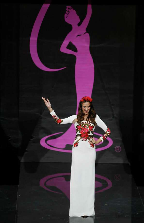 Miss Poland Paulina Krupinska presents her outfit, during the national costume show at the 2013 Miss Universe pageant in Moscow, Russia, on Sunday, Nov. 3, 2013. Photo: Pavel Golovkin, Associated Press / AP
