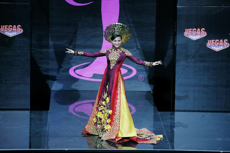 Miss Vietnam Truong Thi May presents her outfit, during the national costume show at the 2013 Miss Universe pageant in Moscow, Russia, on Sunday, Nov. 3, 2013. Photo: Pavel Golovkin, Associated Press / AP