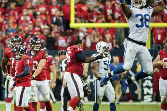 Indianapolis Colts defensive back Sergio Brown (38) is ready to celebrate after Texans kicker Randy Bullock (4) missed a 55-yard field-goal attempt on the final play Sunday night. It was the third miss of the night for Bullock.