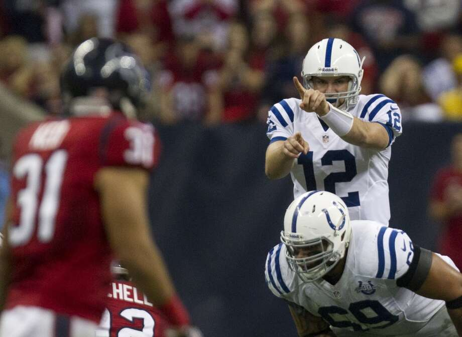 Colts quarterback Andrew Luck (12) directs his team at the line of scrimmage. Photo: Cody Duty, Houston Chronicle
