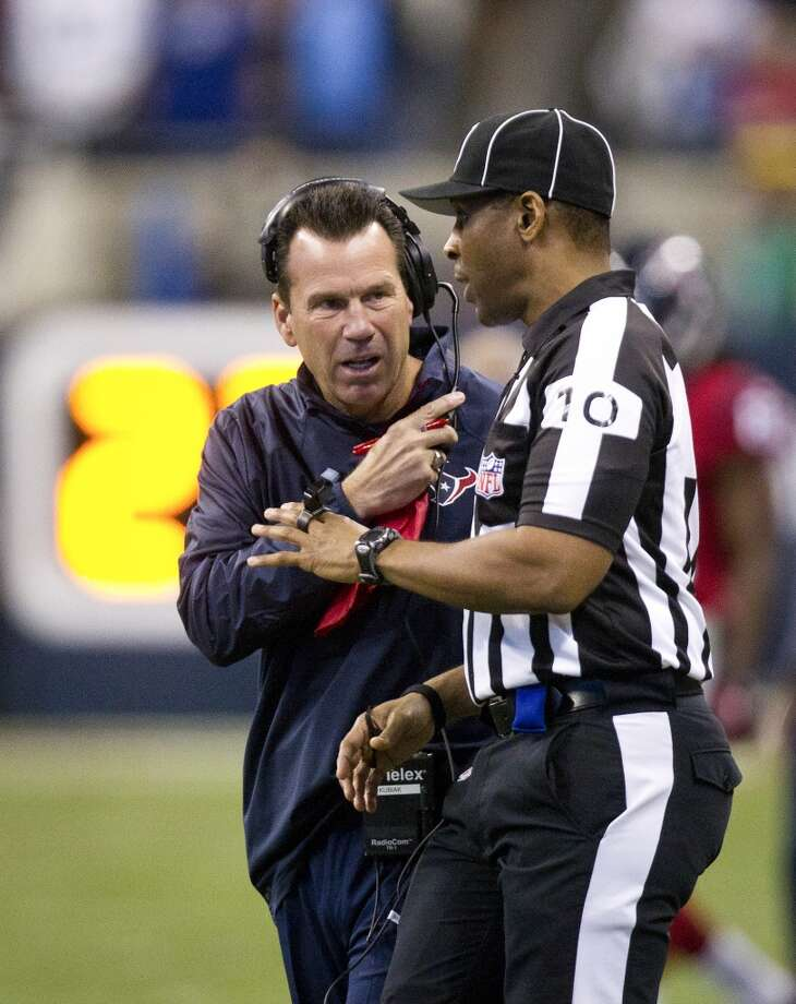 Texans head coach Gary Kubiak questions a call during the first half. Photo: Cody Duty, Houston Chronicle
