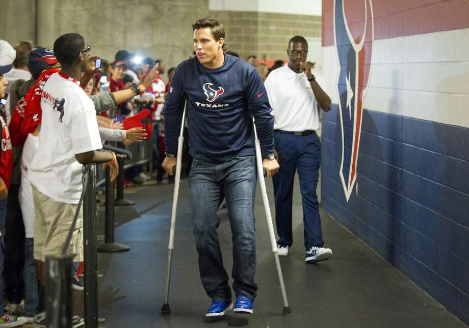Texans inside linebacker Brian Cushing walks on crutches as he heads for the field the game. Photo: Houston Chronicle