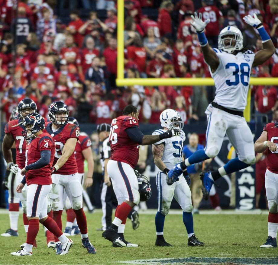 Colts defensive back Sergio Brown (38) reacts after Texans kicker Randy Bullock (4) missed a 55-yard field goal attempt on the final play of the game. Photo: Smiley N. Pool, Houston Chronicle