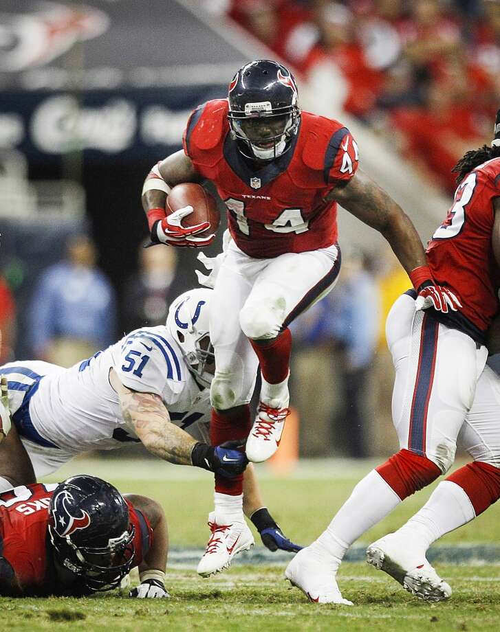 Texans running back Ben Tate runs past Colts linebacker Pat Angerer. Photo: Brett Coomer, Houston Chronicle