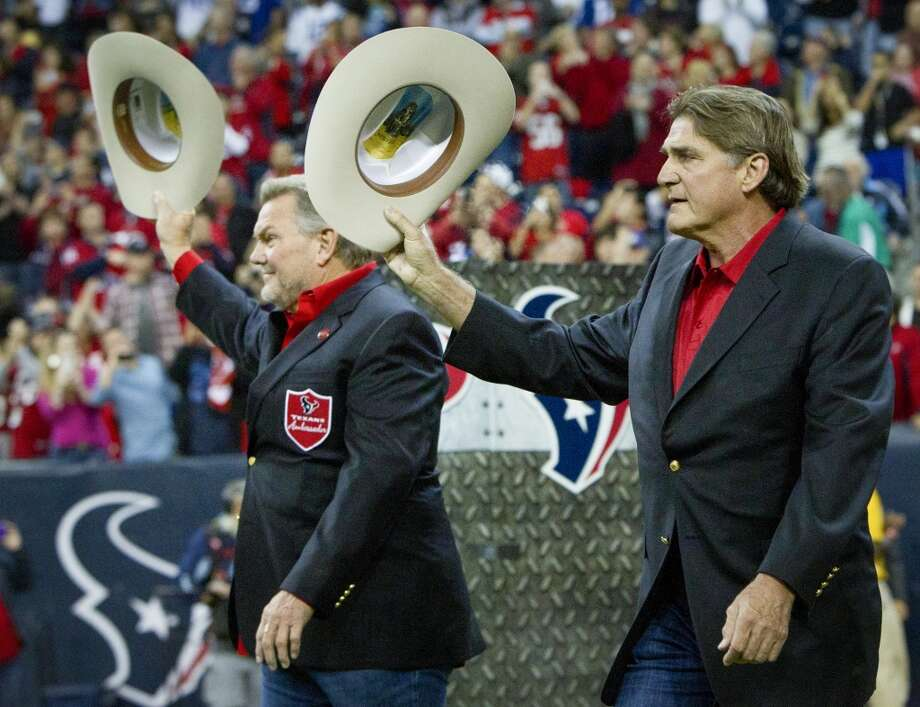 Former Oilers Mike Barber and Dan Pastorini tip their hats to the crowd as they are introduced as the honorary captains in honor of Bum Phillips. Photo: Houston Chronicle