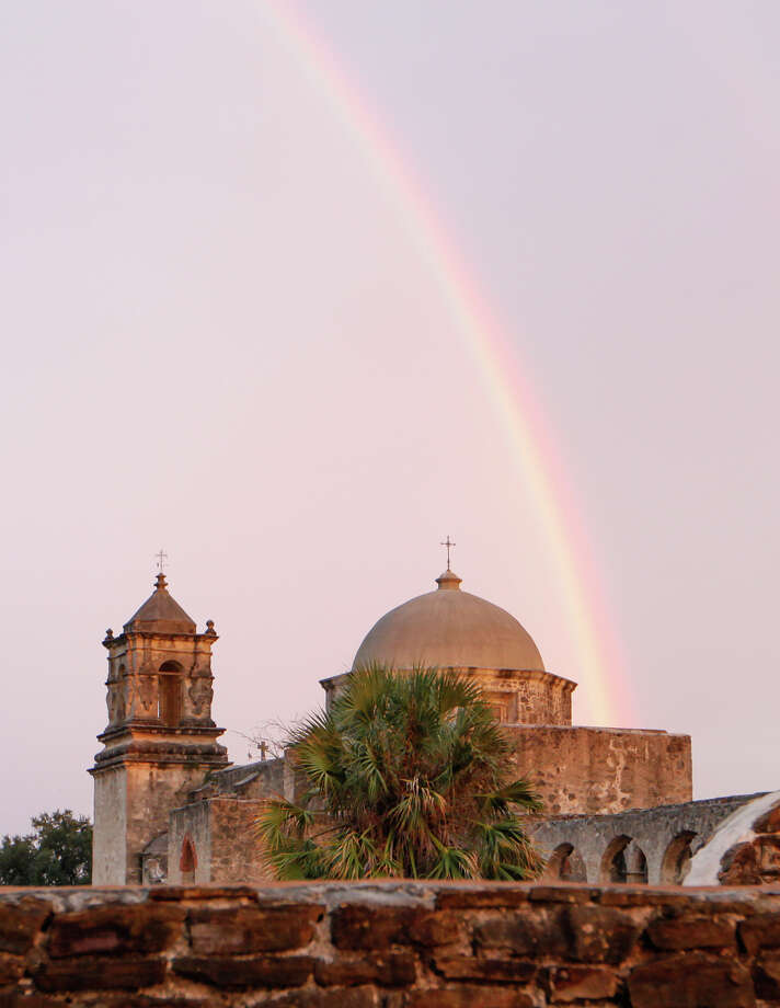 An early morning rainbow at Mission San Jose on Monday, Nov. 4, 2013.  Photo: MARVIN PFEIFFER, Prime Time Newspapers / Prime Time Newspapers 2013