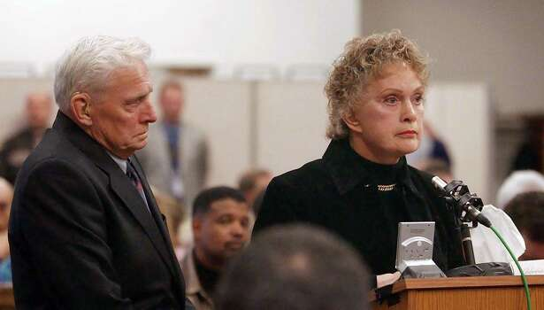 Helen Dexter (R) mother of Green River Killer victim Constance Naon, speaks at the sentencing of Gary Ridgway in King County Washington Superior Court December 18, 2003 in Seattle.  Ridgway recieved 48 life sentences, with out the possibility of parole, for killing 48 women over the past 20 years in the Green River Killer serial murder case. Photo: Pool, / / 2003 Getty Images