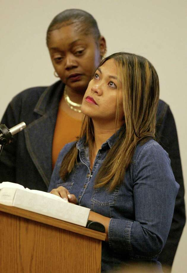 Marilyn Molina, the sister of Green River Killer victim Marie Malvar, speaks at the sentencing of Gary Ridgway. Photo: Pool, / / 2003 Getty Images