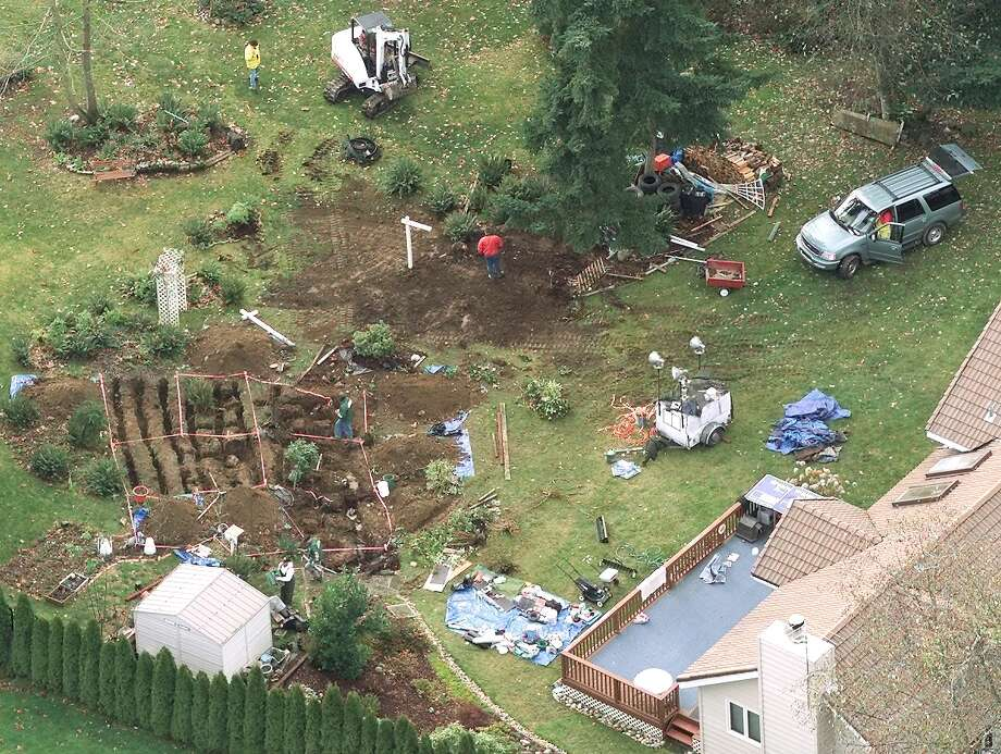 Investigators excavate the backyard of the Auburn home of Gary Ridgway looking for clues in the Green River killings. Photo: MIKE URBAN, P-I File Photos