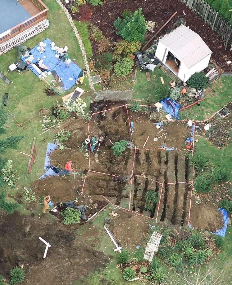Police investigators excavate the backyard of the Auburn home of Gary Ridgway looking for clues in the Green River killings. Photo: MIKE URBAN, P-I File Photos