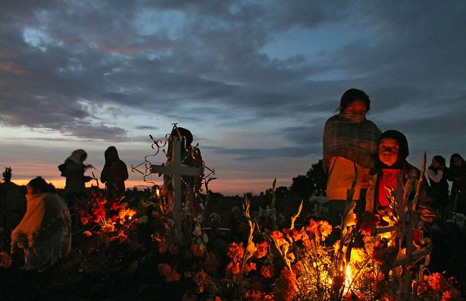Honoring the departed:Villagers decorate a relative's grave at a cemetery in San Isidro Buensuceso, Mexico's Tlaxcala state, on the Day 