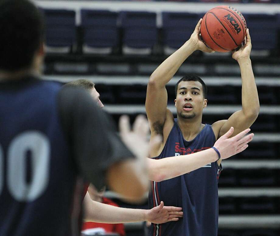 Stephen Holt passes the ball during St. Mary's College men's basketball practice at McKeon Pavilion in Moraga, Calif., on Monday, October 28, 2013. Photo: Carlos Avila Gonzalez, The Chronicle