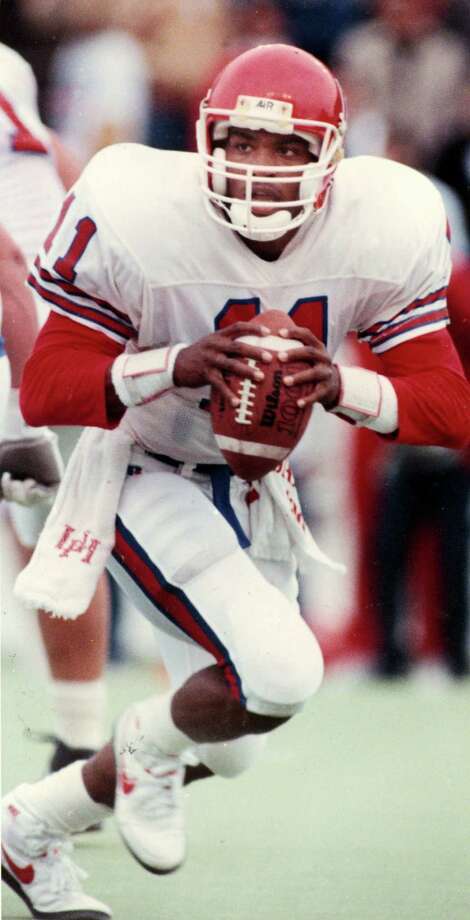 1989 - UH Cougars quarterback Andre Ware   HOUCHRON CAPTION (12/06/1989): Houston quarterback Andre Ware  HOUCHRON CAPTION (08/18/1996):  Andre Ware won the Heisman Trophy in 1989.  HOUCHRON CAPTION (12/06/1998): Andre Ware - Houston - 1989.     HOUCHRON CAPTION (01/13/2004): Houston Sports Legend ANDRE WARE. / Houston Chronicle