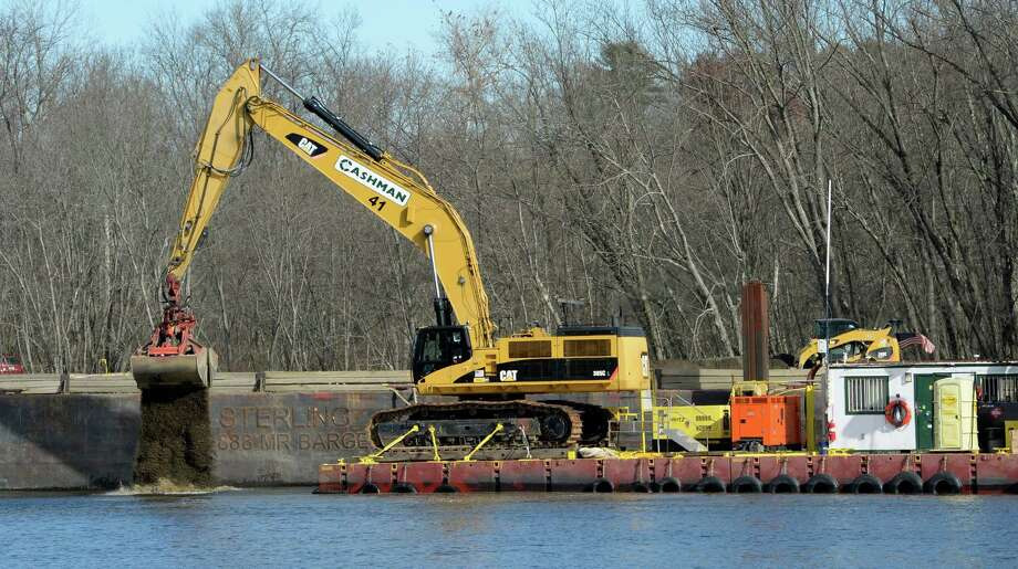 Dredging crews continue to work on the Hudson River Nov. 4, 2013, in Schuylerville, N.Y. (Skip Dickstein/Times Union Photo: SKIP DICKSTEIN / 00024507A