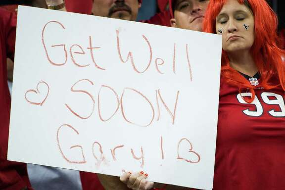 It didn't take long for Texans fans to show their support for coach Gary Kubiak after he collapsed during halftime of Sunday night's loss to the Colts at Reliant Stadium.