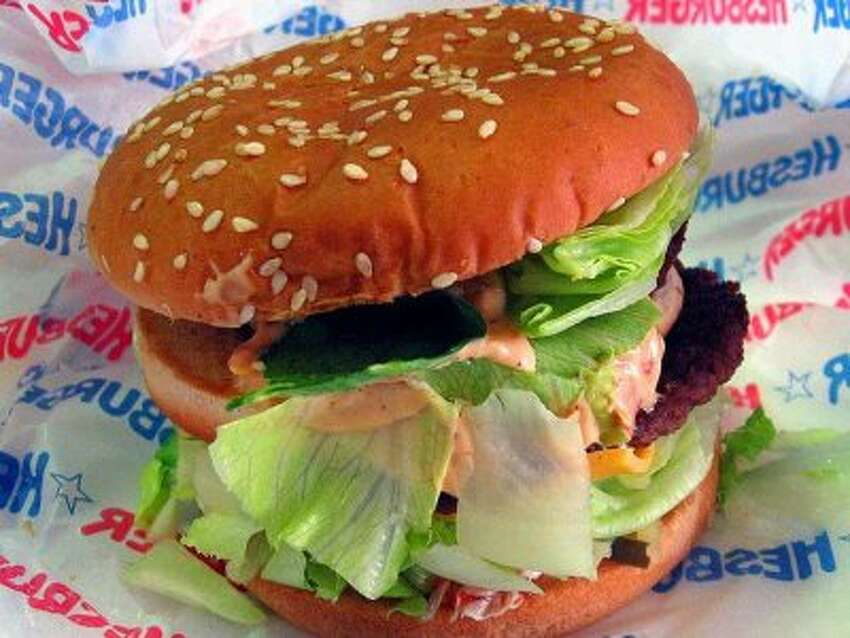 Fast food restaurants are an American tradition. But restaurant chains abroad have also mastered the art of quick meals on-the-go. From creative pizzas to rice burgers, here are 16 fast food chains we wish would come to the U.S. Source: Business Insider. Check out who and what is on our wish list.Hesburger Country: Finland Why it's great: Hesburger is best known for its sauces and salad dressings, including a cucumber-and-paprika mayonnaise that tastes best with its hamburger. Signature menu item: The falafel burger. www.hesburger.com