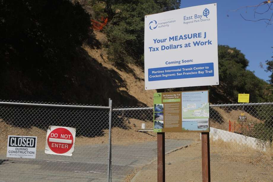 Access is blocked at the end of Carquinez Scenic Drive for repairs from landslides, erosion Photo: Tom Stienstra/The Chronicle
