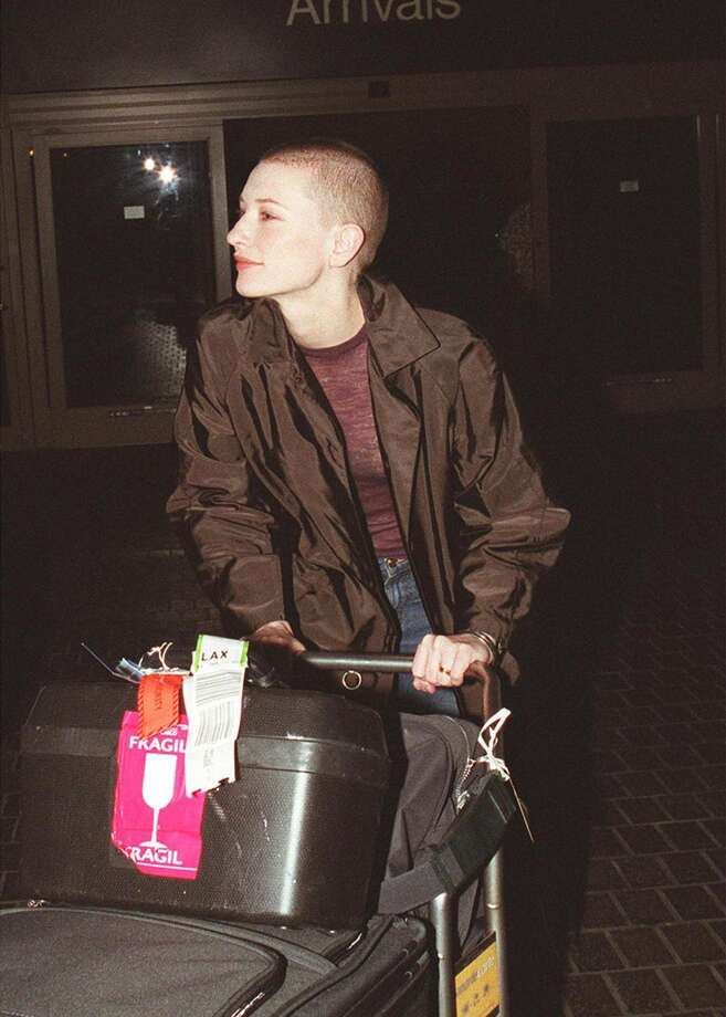 Cate Blanchett sports a shaved head in 2000. Photo: Getty