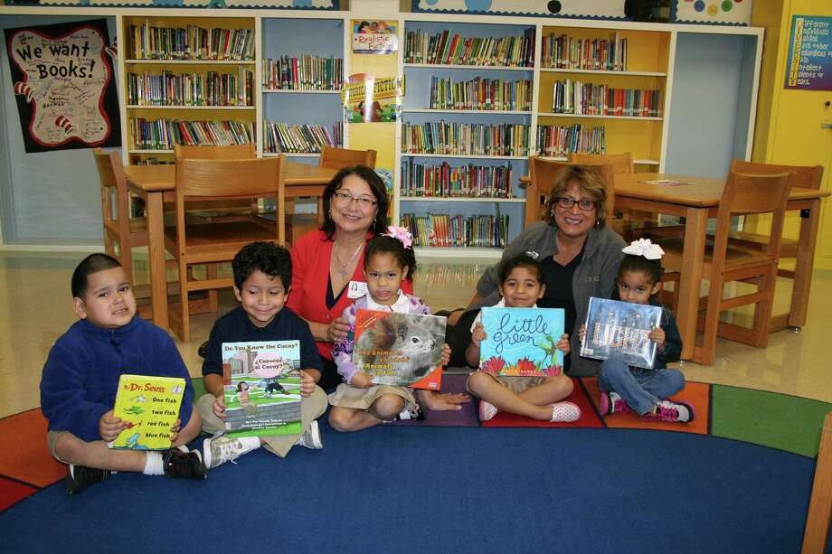 Lindale Civic Club members including Diana Lerma, left, and Sylvia Cavazos worked with Jefferson Elementary School to bring a library back to the school. Enjoying the new facility are pupils Jairo Mendez, left, Nathan Luna, Melany Munguia, Delilah Escobedo and Leilani Gutierrez.