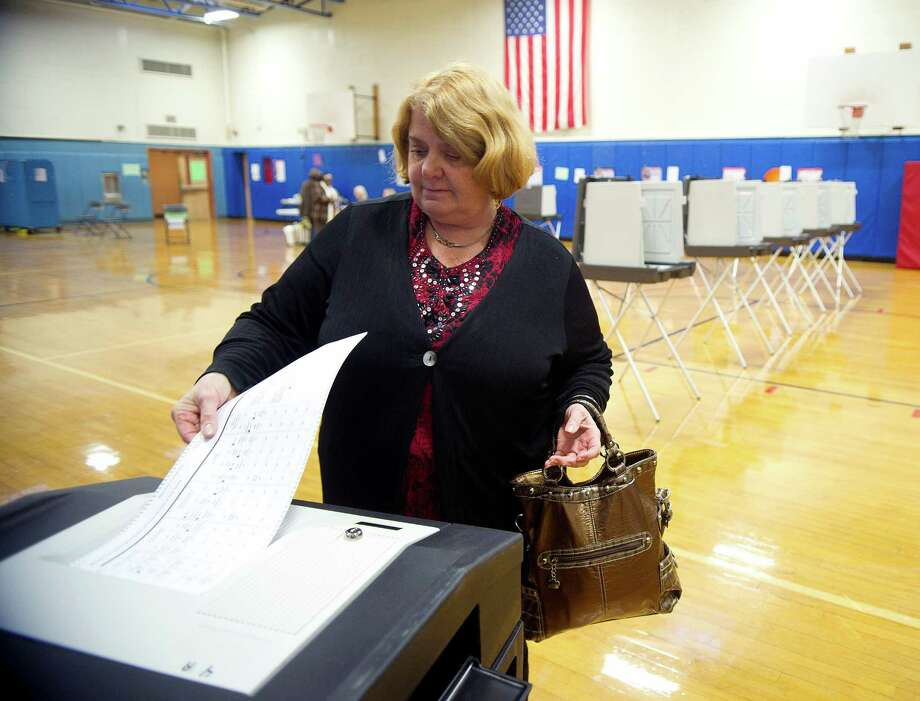 Lisa Poltrack votes at K.T. Murphy in Stamford, Conn., on Tuesday, November 5, 2013. Photo: Lindsay Perry / Stamford Advocate