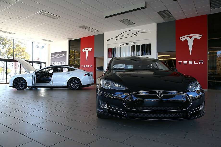 Two Tesla Model S cars are displayed at a Tesla showroom on November 5, 2013 in Palo Alto, California. Tesla will report third quarter earnings today after the closing bell. (Photo by Justin Sullivan/Getty Images) Photo: Justin Sullivan, Getty Images