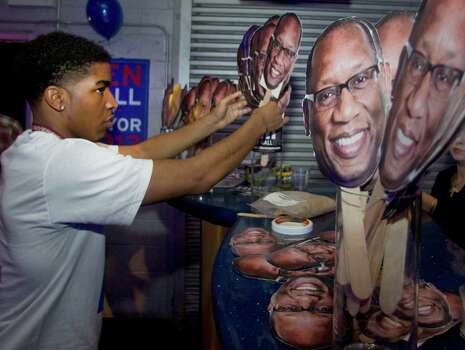 Justin Elumn sets up for the election night party for Houston mayoral candidate Ben Hall Tuesday November 5, 2013 at the House of Dereon at 2204 Crawford St. in Houston, TX. Photo: Billy Smith II, Chronicle / © 2013 Houston Chronicle