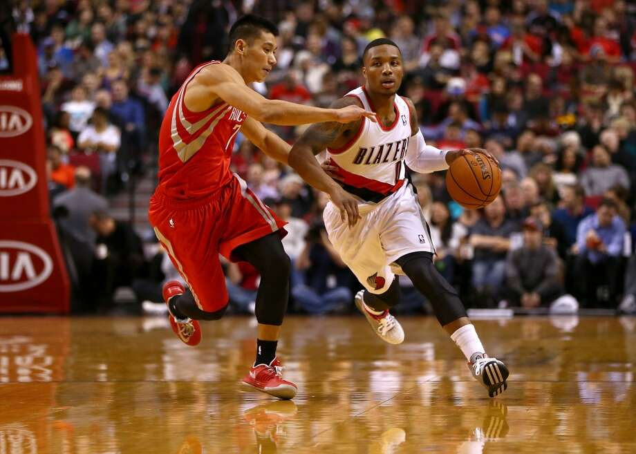 Damian Lilliard #0 of the Trail Blazers dribbles the ball against Jeremy Lin. Photo: Jonathan Ferrey, Getty Images
