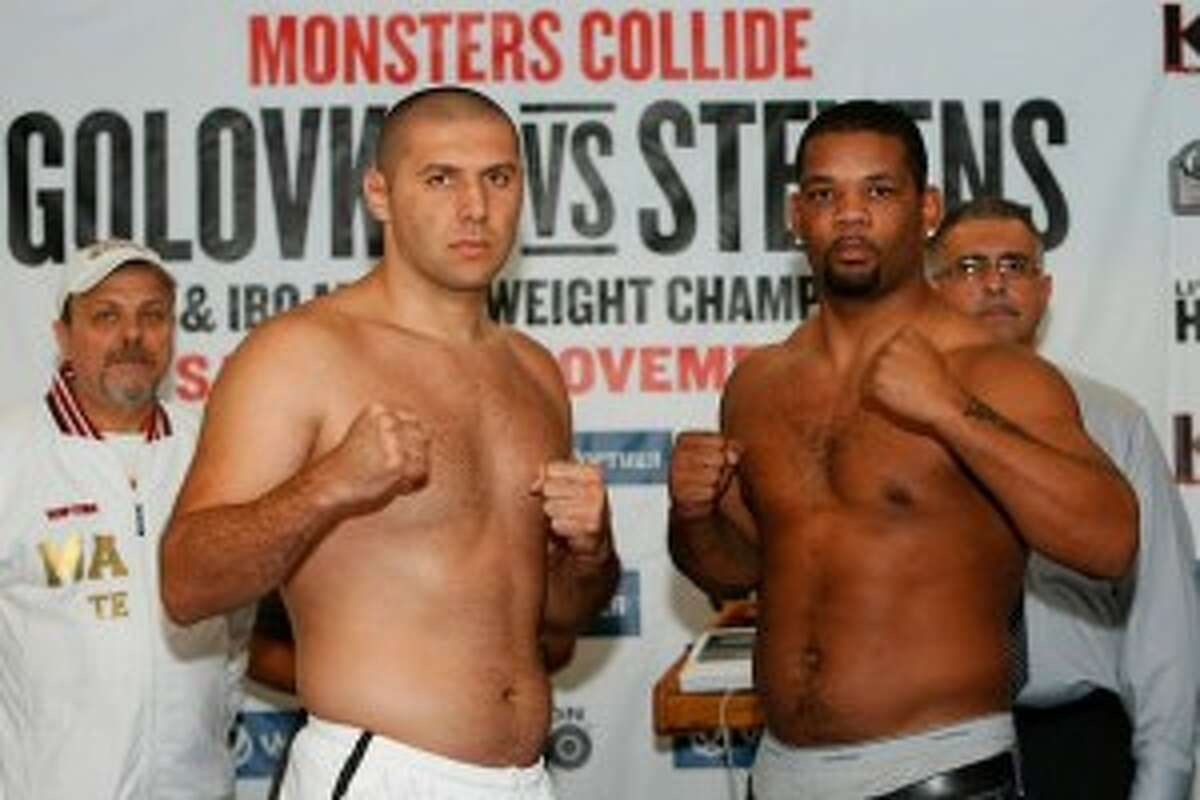 MagomedAbdusalamov(left) & Mike Perez (right) at the prefight weigh-in. (Photo credit: Will Hart/HBO)
