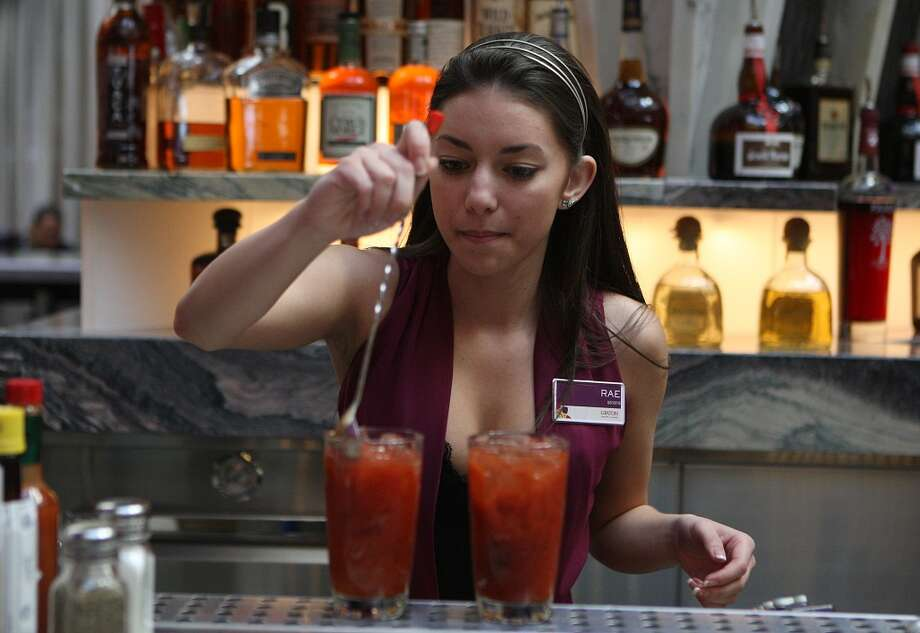 Bartender Raesha Livers makes bloody maries on her first day as Graton Resort and Casino opens in Rohnert Park. Photo: Liz Hafalia, The Chronicle