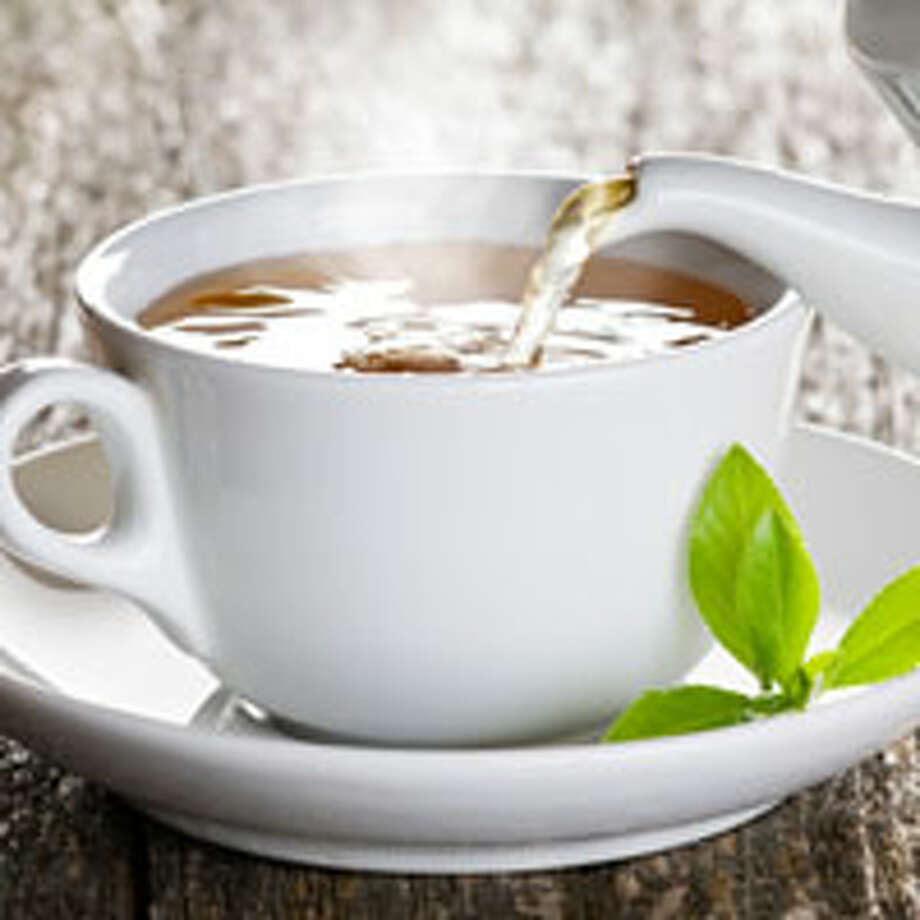 4. Green Tea The slimming ingredient isn't caffeine. Antioxidants called catechins are what help speed metabolism and fat burning. In a recent Japanese study, 35 men who drank a bottle of oolong tea mixed with green tea catechins lost weight, boosted their metabolism, and had a significant drop in their body mass index. Health bonus: The participants also lowered their (bad) LDL cholesterol.