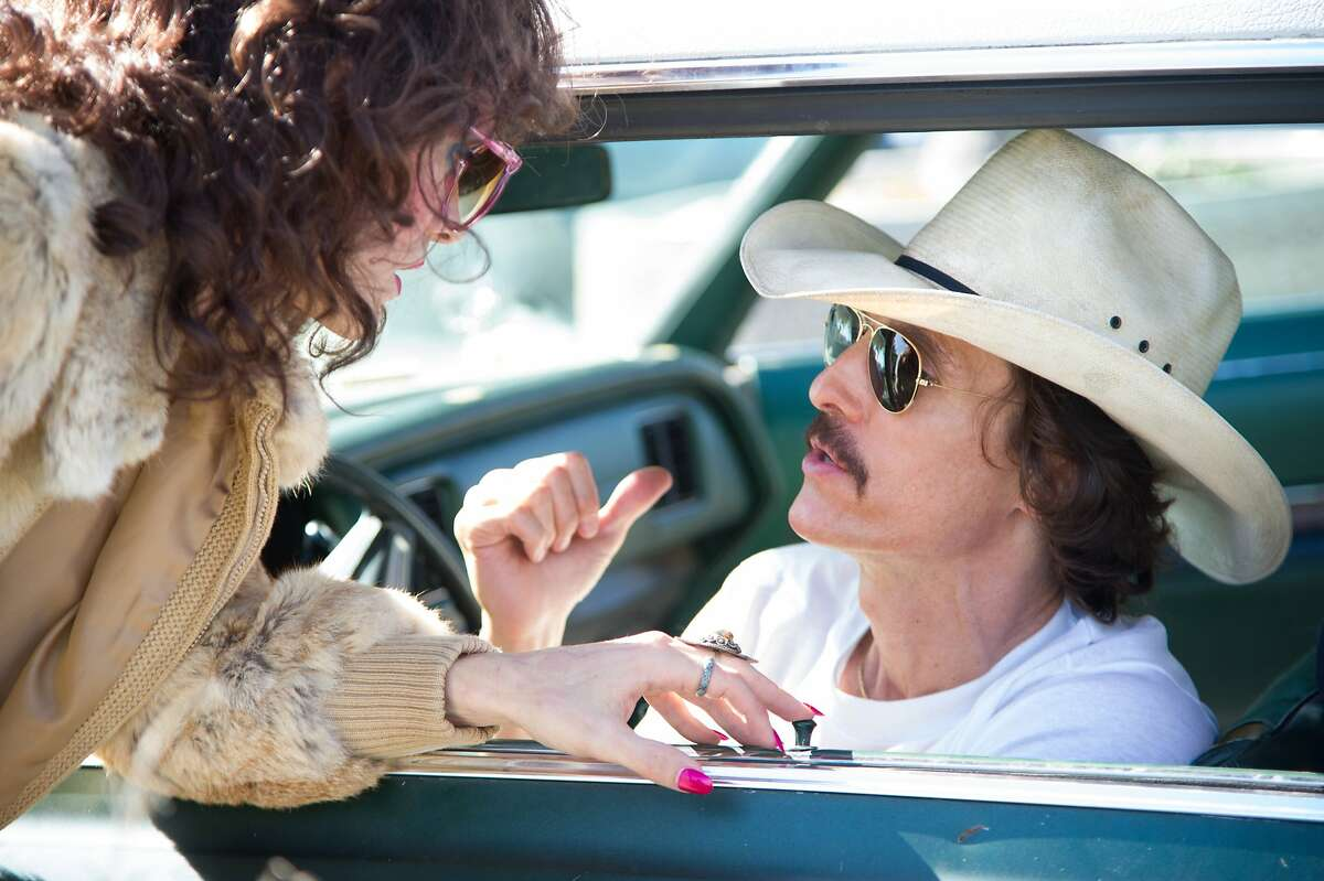 l to r) Jared Leto as Rayon and Matthew McConaughey as Ron Woodroof in Jean-Marc VallŽe?•s fact-based drama, DALLAS BUYERS CLUB, a Focus Features release.