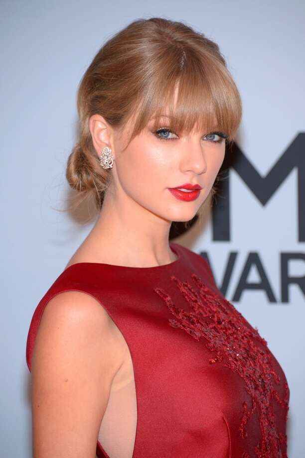 Taylor Swift attends the 47th annual CMA Awards at the Bridgestone Arena on November 6, 2013 in Nashville, Tennessee. Photo: Michael Loccisano, Getty Images