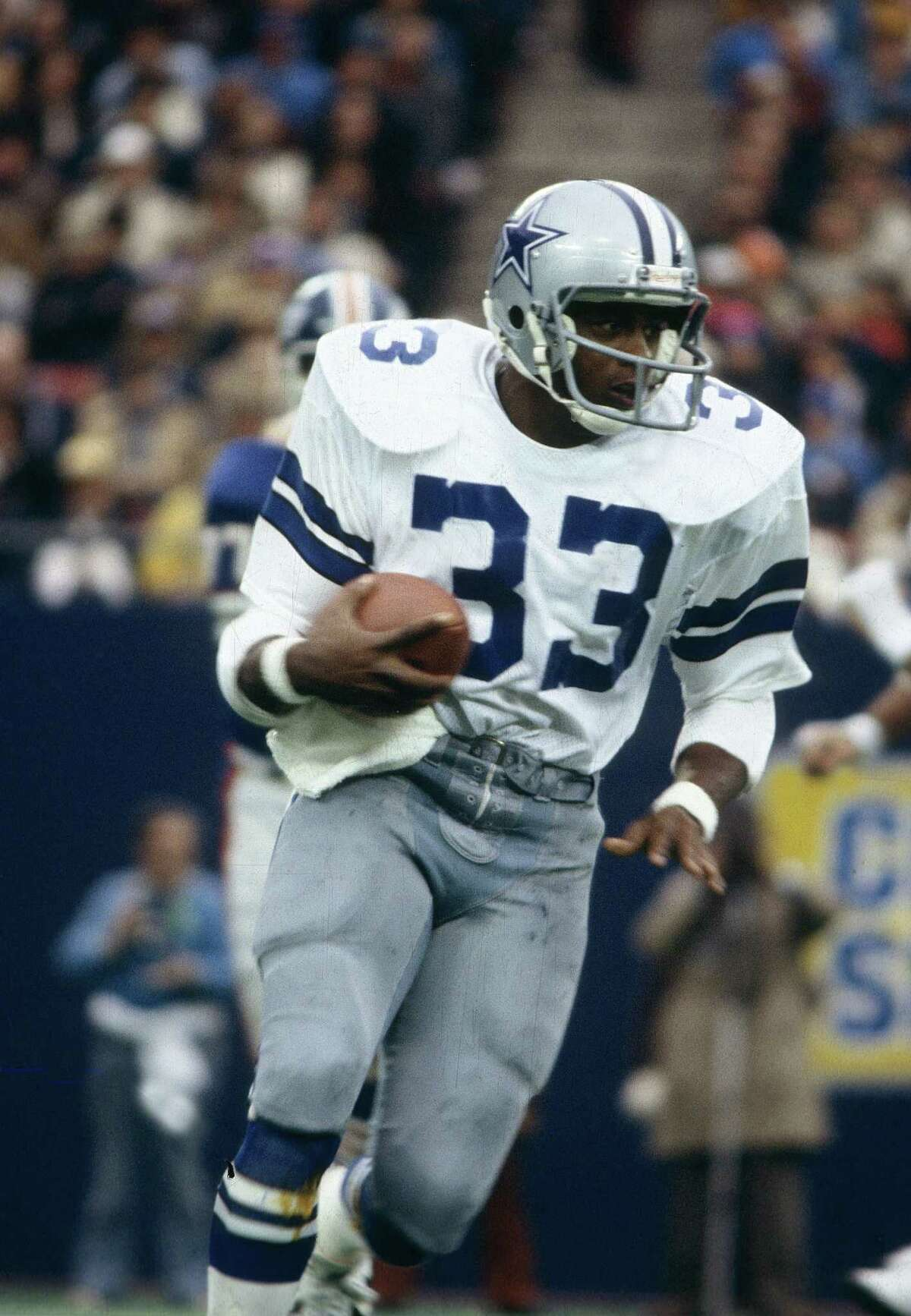 CIRCA 1980's: Running back Tony Dorsett #33 of the Dallas Cowboys carries the ball during a circa 1980's NFL game against the New York Giants at Giant Stadium in East Rutherford, New Jersey. Dorsett played for the Cowboys from 1977-87.