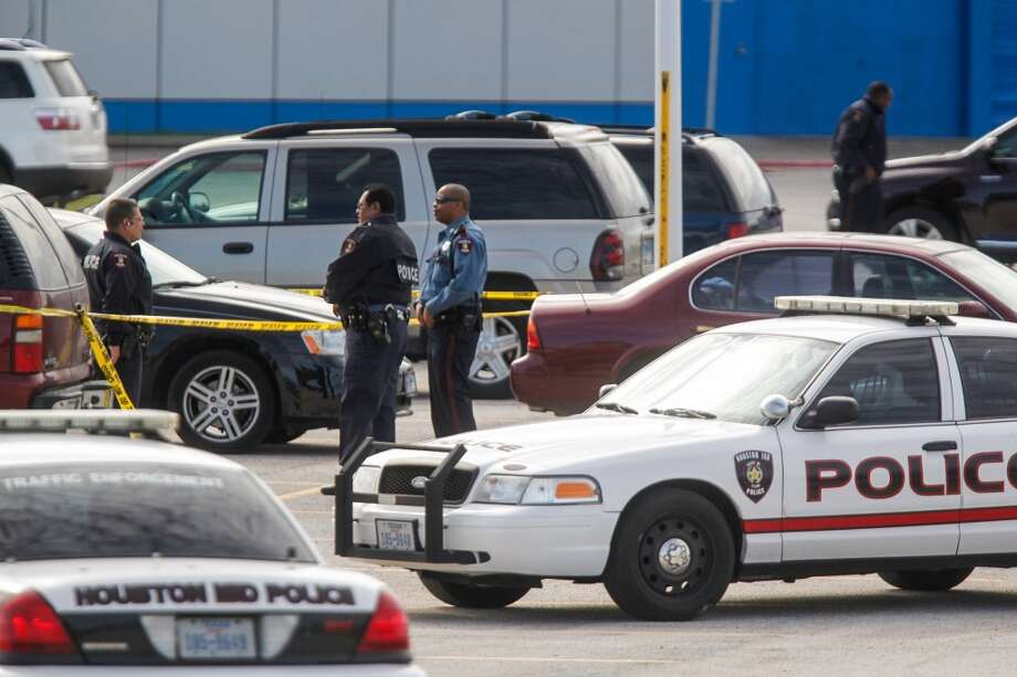An HISD police officer opened fire on suspected car burglars about 8:30 a.m. Thursday outside Barbara Jordan High School in northeast Houston. Photo: Johnny Hanson, Houston Chronicle