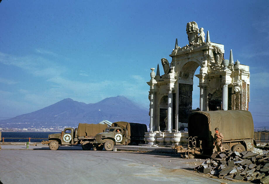 American Army trucks parked next to the St. Lucia fountain in 1943. Photo: George Rodger, Time & Life Pictures/Getty Image / Time Life Pictures