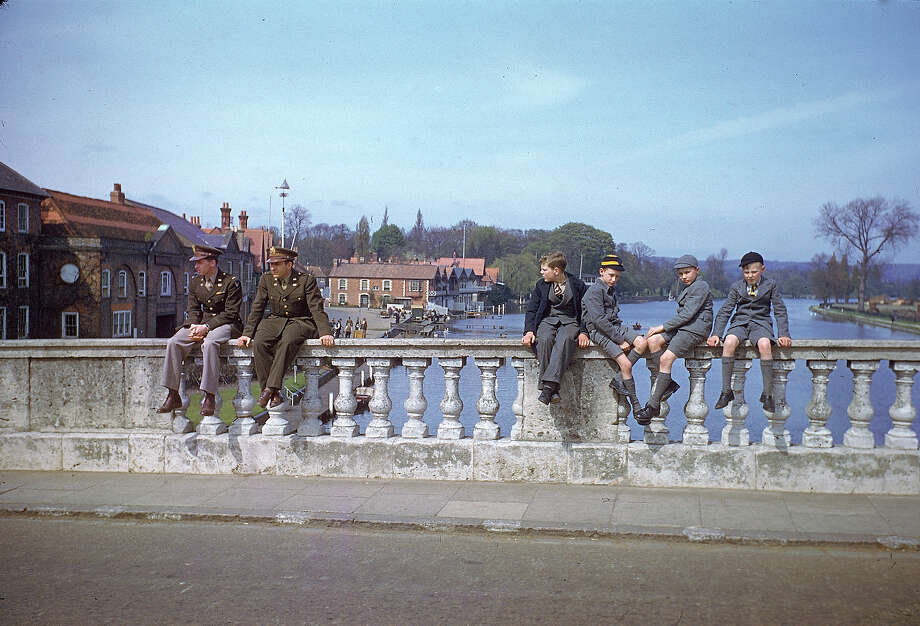 A pair of servicemen and a quartet of schoolboys sit on bridge over the Thames, Henley-on-Thames, England, May 1944. Photo: Frank Scherschel, Time & Life Pictures/Getty Image / Time & Life Pictures