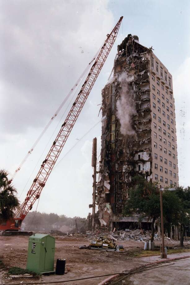 The demolishing of the famed Shamrock Hotel in 1987. Photo: Dave Einsel, Houston Chronicle