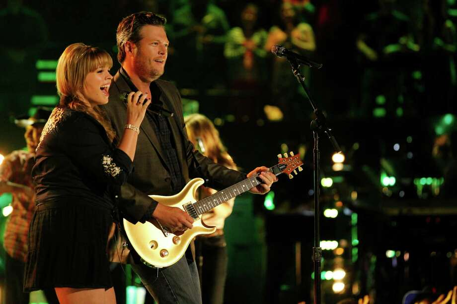 "Holly Tucker teamed up with country star Blake Shelton on ""The Voice."" Photo: NBC, Contributor / 2013 NBCUniversal Media, LLC"