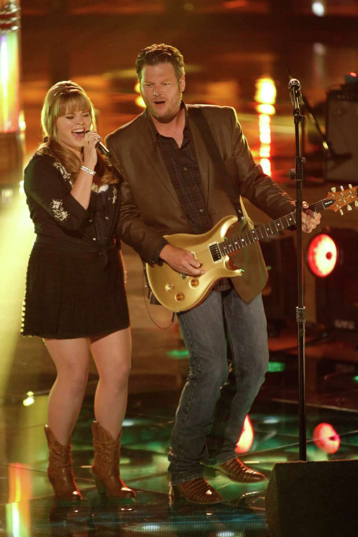 """THE VOICE -- Episode 414B """"Live Show"""" -- Pictured: (l-r) Holly Tucker, Blake Shelton -- (Photo by: Tyler Golden/NBC)"""