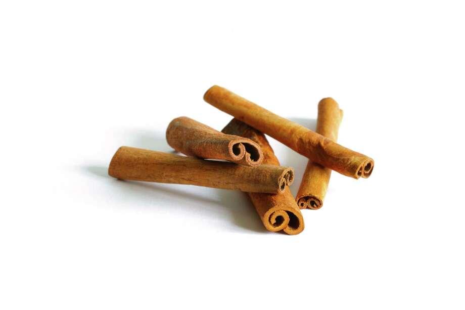 Cinnamon sticks (Fotolia.com) Photo: Photographer: Pizmovka / pizmovka
