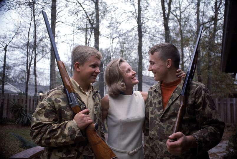 sue borman hugs her sons fred and ed both of whom wear camouflage photo. Black Bedroom Furniture Sets. Home Design Ideas
