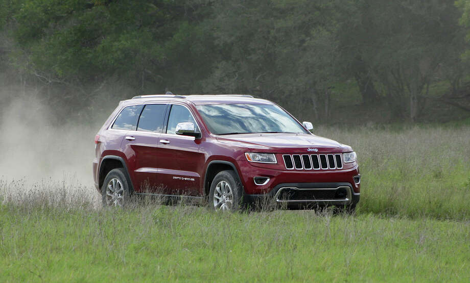 For 2014, the Grand Cherokee may look virtually identical to last year's model, but don't be fooled — there's huge news under the skin.