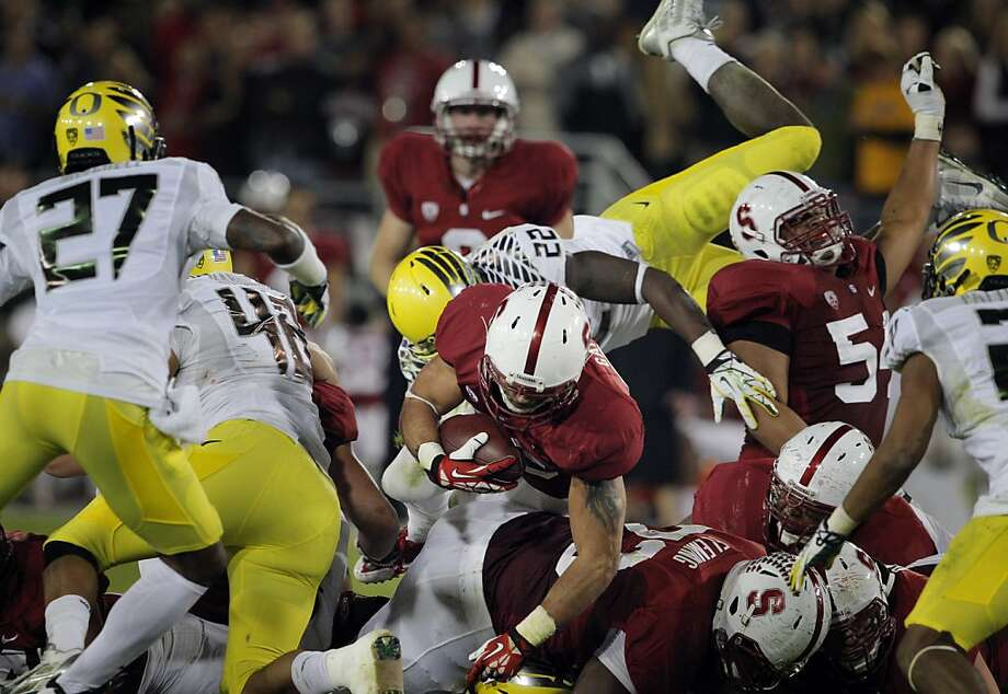 Stanford running back Tyler Gaffney (45 carries, 157 yards) plunges for a first down in the second quarter against Oregon. Photo: Carlos Avila Gonzalez, The Chronicle